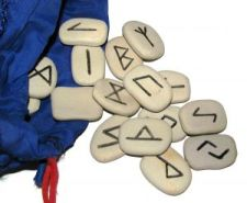 wicca-spirituality Runes and Pouch